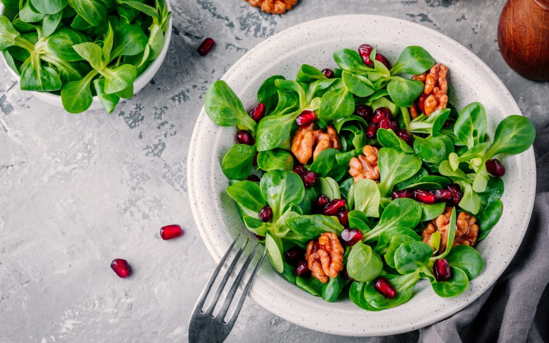 Herbstlicher Feldsalat mit Kurkumadressing